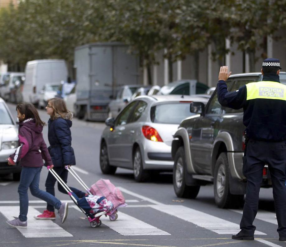 policia-en-paso-de-cebra